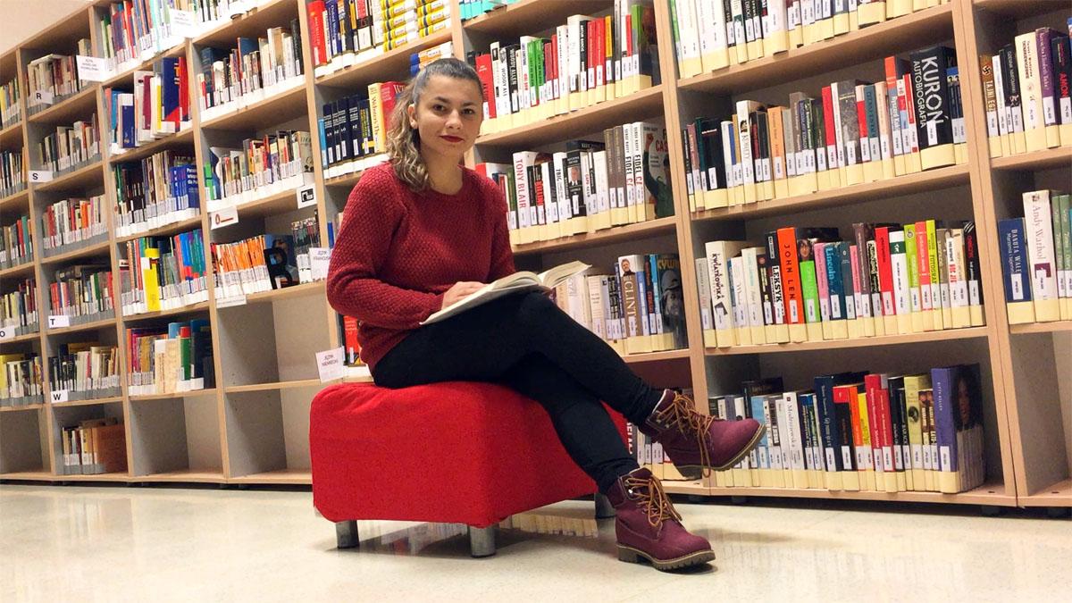 jak znaleźć tłumacza języka migowego na studia, opowiada głucha studentka
